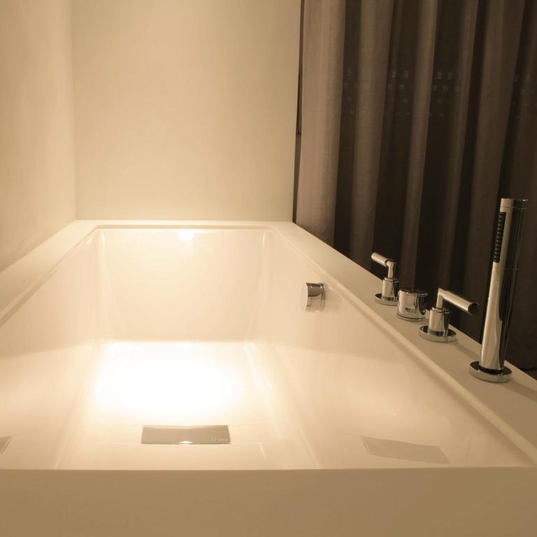 Hotel nicolas ieper viamichelin informatie en online reserveren for Moderne toiletartikelen