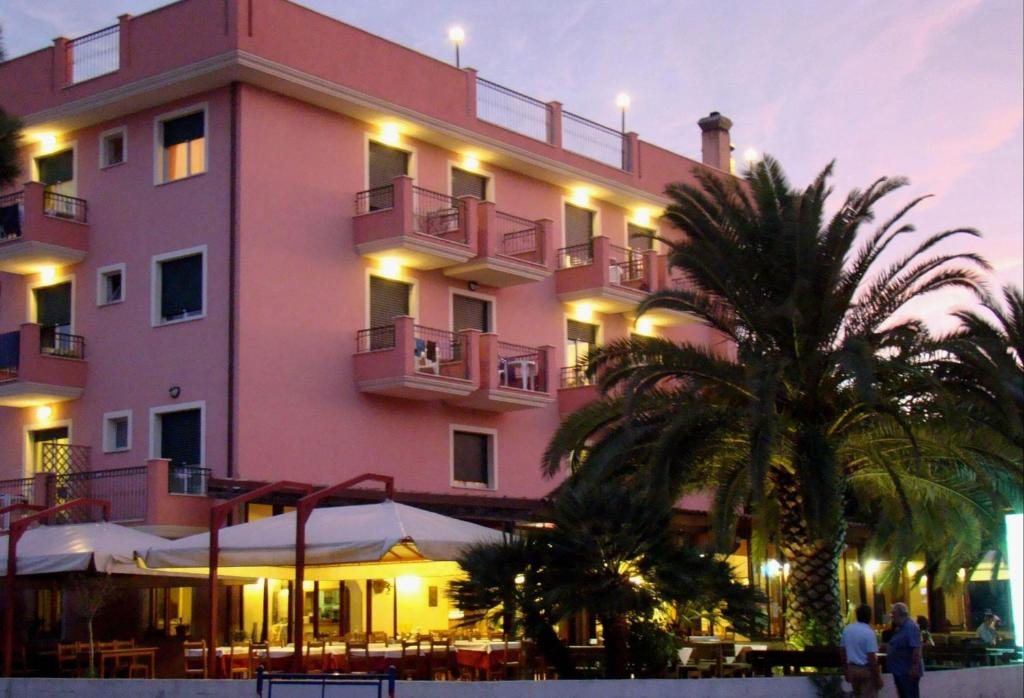 Il casale appart 39 hotels martinsicuro for Appart hotel rosas
