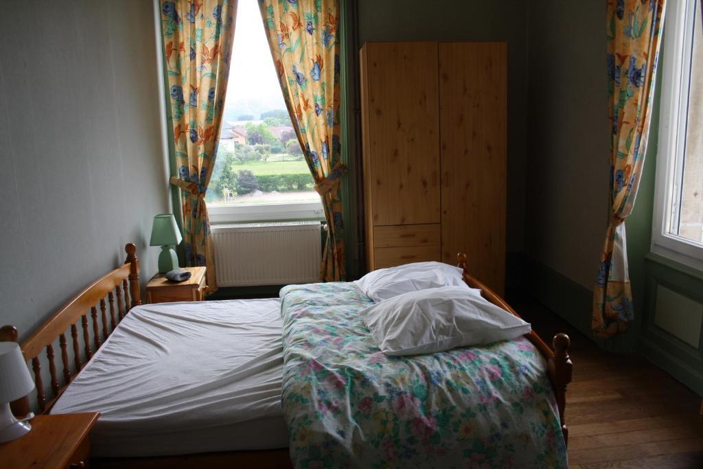 Chambres d 39 h tes cabanes dans les arbres nids des vosges chambres d 39 h tes champdray dans - Chambre hote dans les arbres ...