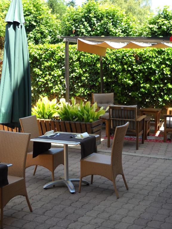 Auberge la pomme de pin senonches book your hotel with for La pomme de pin senonches