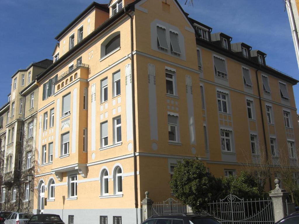 Apartment Aldringenstraße, Munich, Germany - Booking.com