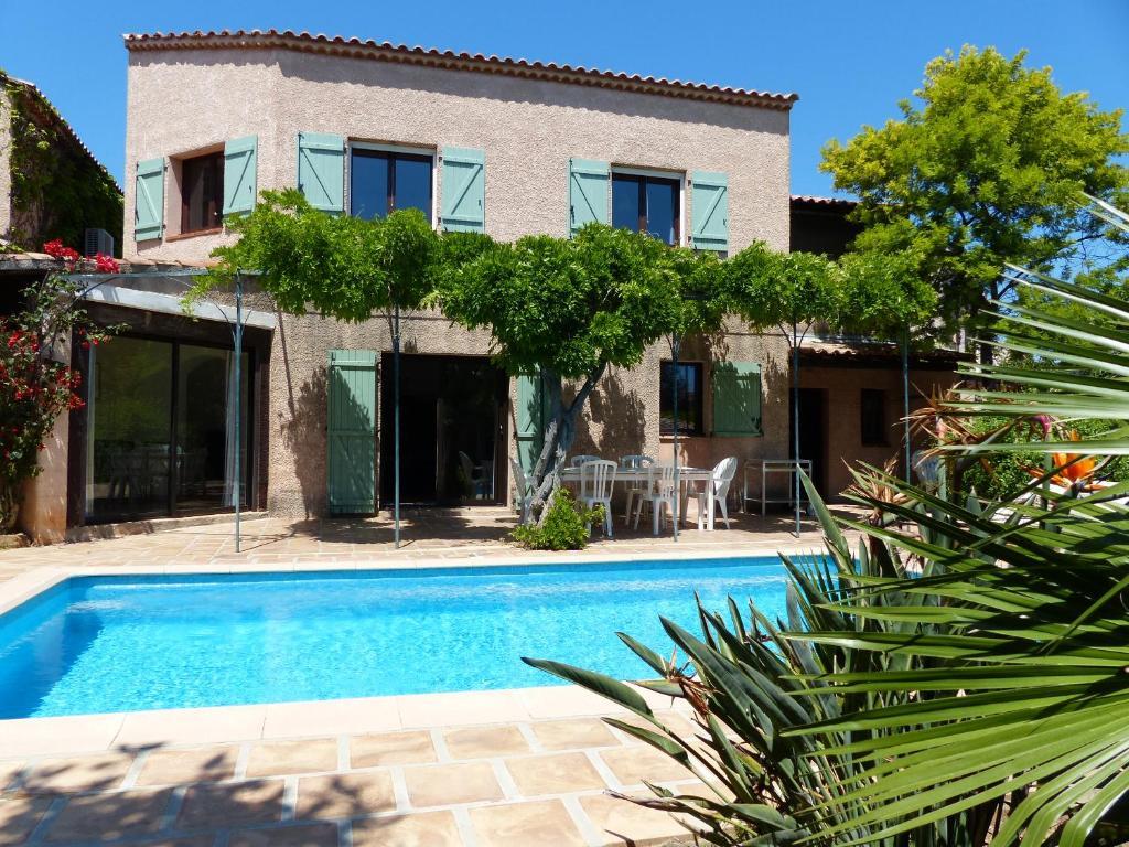 maison proven ale piscine et plages villa carqueiranne. Black Bedroom Furniture Sets. Home Design Ideas