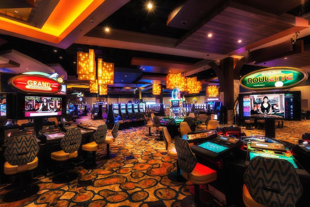 twin arrows casino restaurants
