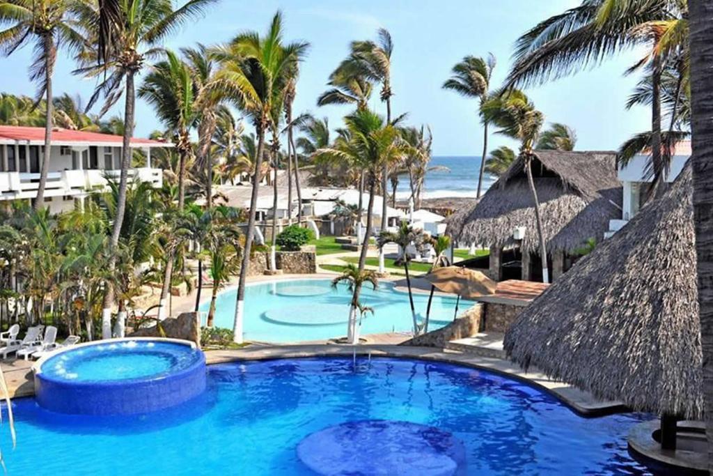 Hồ bơi trong/gần Canadian Resort Acapulco Diamante