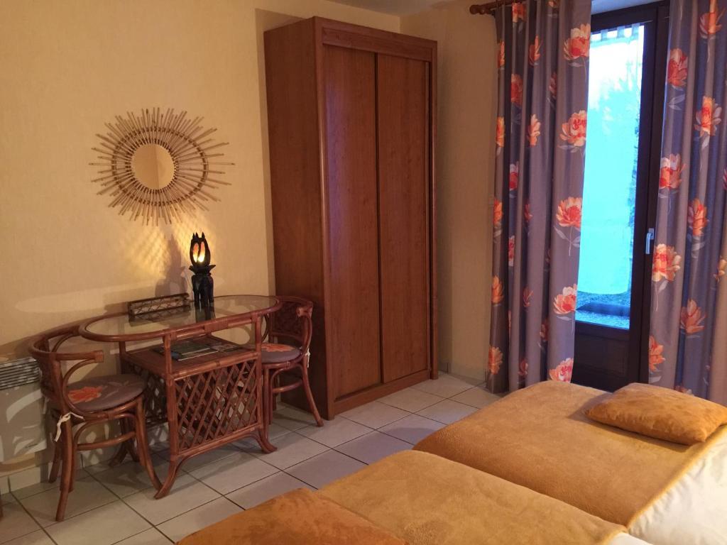 chambres d 39 h tes domaine de lascaux chambres d 39 h tes montignac en dordogne 24. Black Bedroom Furniture Sets. Home Design Ideas