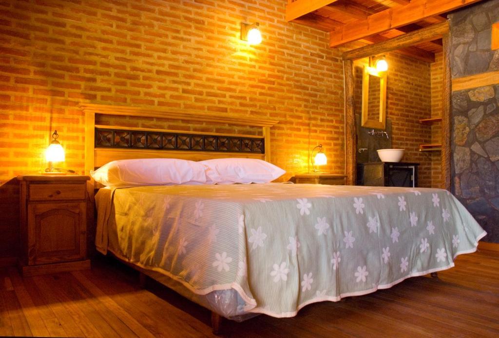 Una cama o camas en una habitación de Lauquen Pilmaiquen