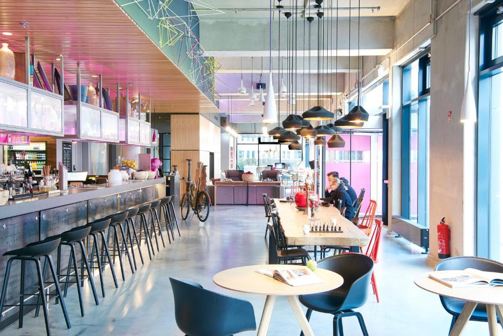 Moxy frankfurt airport kelsterbach book your hotel for Frankfurt design hotels