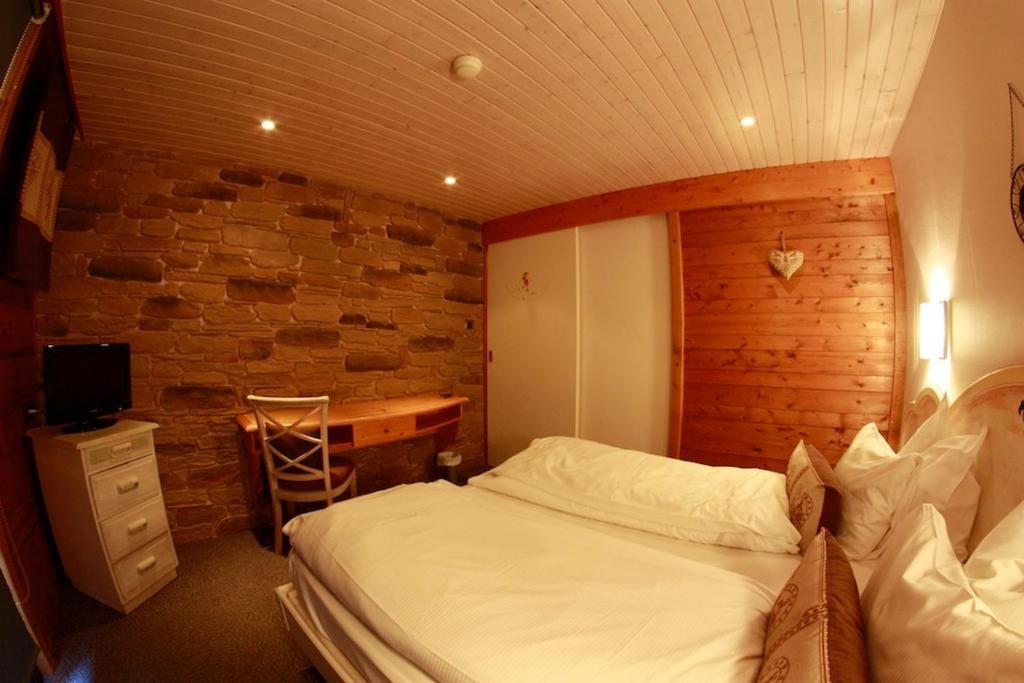Chalet hotel le collet munster book your hotel with for Hotels xonrupt longemer