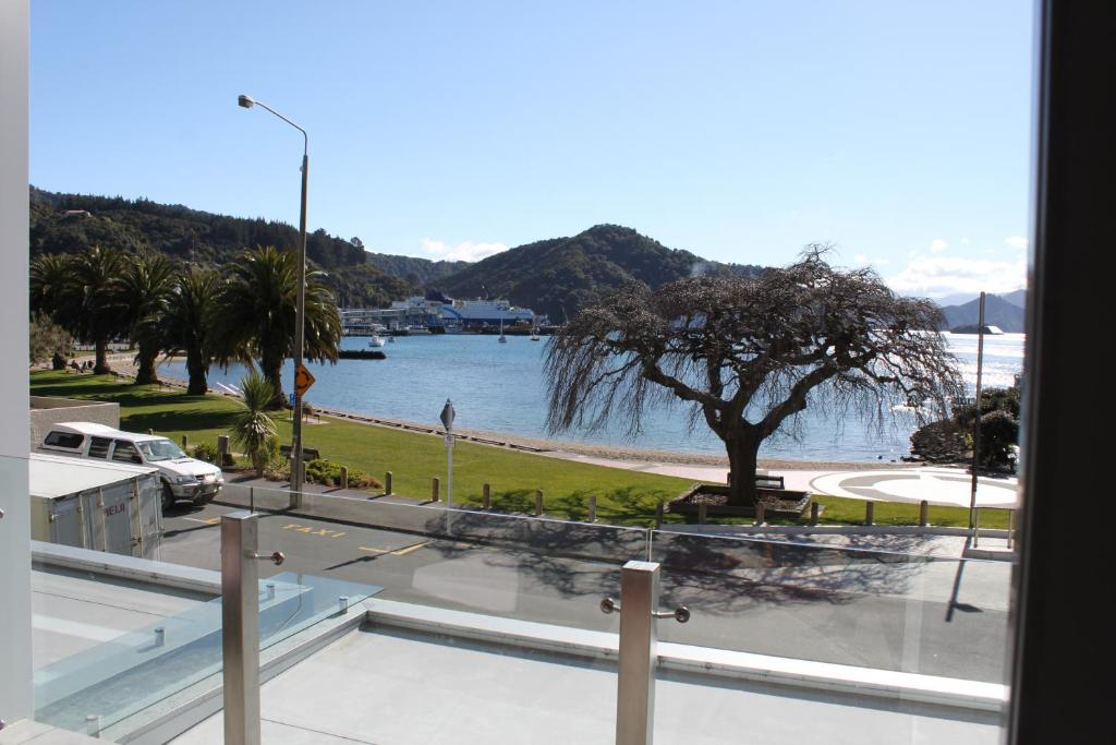 Picton waterfront oxley 39 s luxury apartment picton for Suelo waterfront