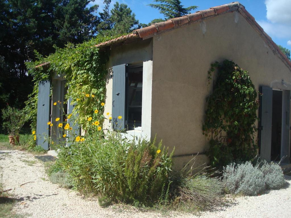 Petite maison et jardin en provence maison de vacances for Jardin de petite villa