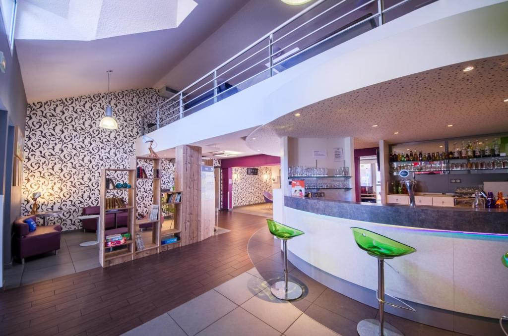 Ibis styles brive ouest saint pantal on de larche book for Carrelage brive la gaillarde