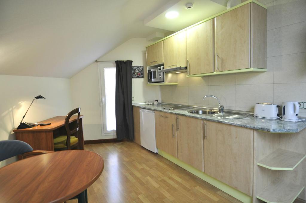 Appartamenti hotel apartamentos aralso appartamenti nei segovia spain - Apartamentos aralso segovia ...
