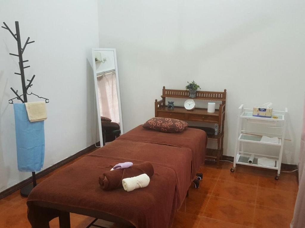 Rooms with green garden serenity petaling jaya book for Green garden rooms