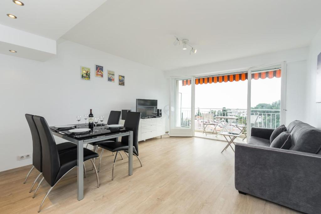 appartement le chantemerle vue mer locations de vacances nice. Black Bedroom Furniture Sets. Home Design Ideas
