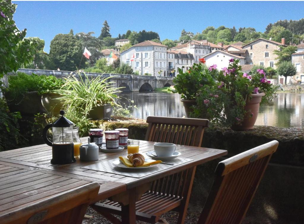 Hotels In Confolens France