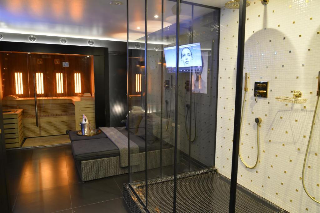 Appartement Chambre Avec Jacuzzi Sauna Privatif Locations De Vacances Bruxelles