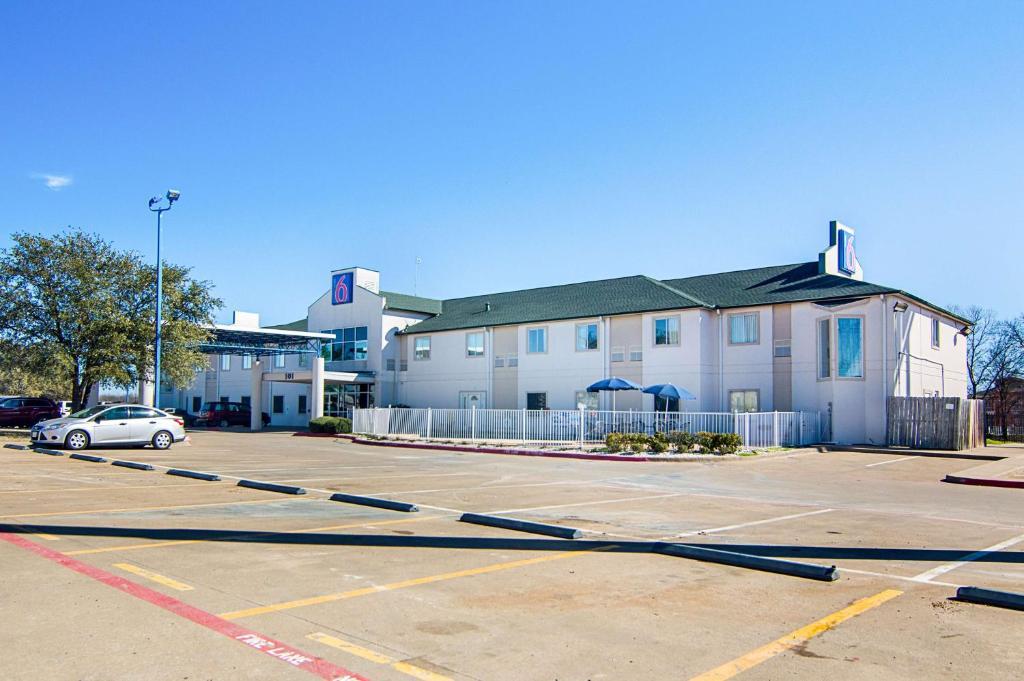 Motel 6 terrell terrell online booking viamichelin for 3328 terrace nederland tx