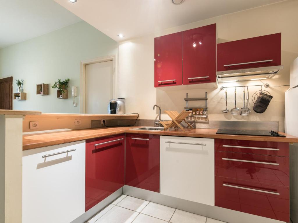 Appartement le sainte genevi ve brotteaux locations de - Ustensiles de cuisine lyon ...
