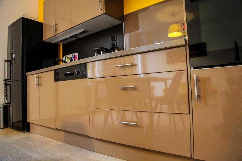 Appartement chaleureux c t appart et c t cour locations - Ustensiles de cuisine bordeaux ...