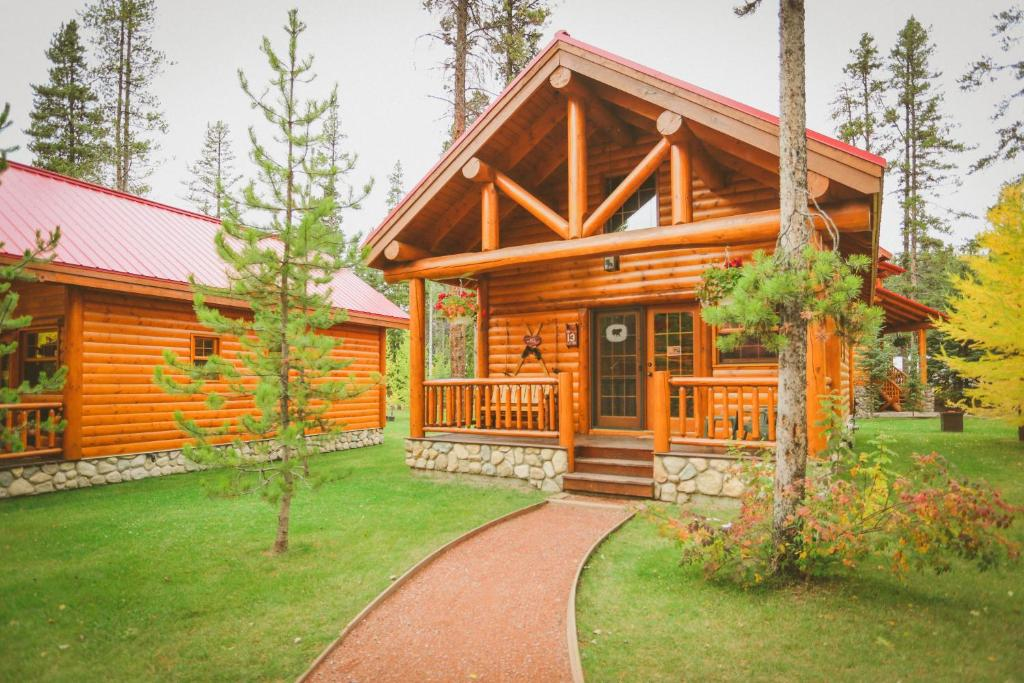 Baker creek mountain resort book your hotel with for Lake louise cabin rentals