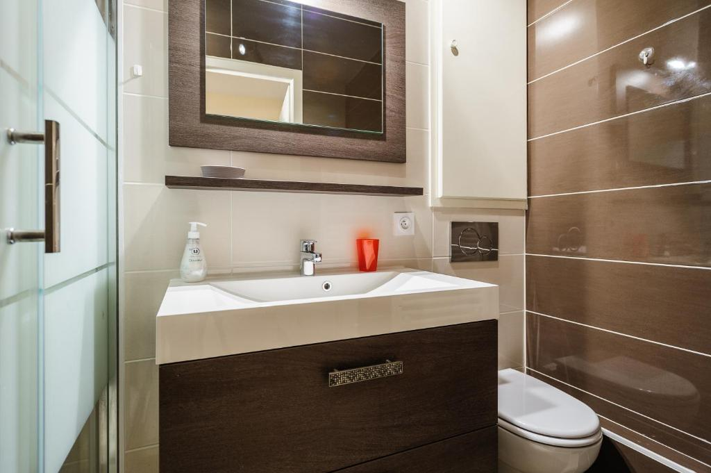 appartement appart coeur de lyon cordeliers poulaillerie locations de vacances lyon. Black Bedroom Furniture Sets. Home Design Ideas