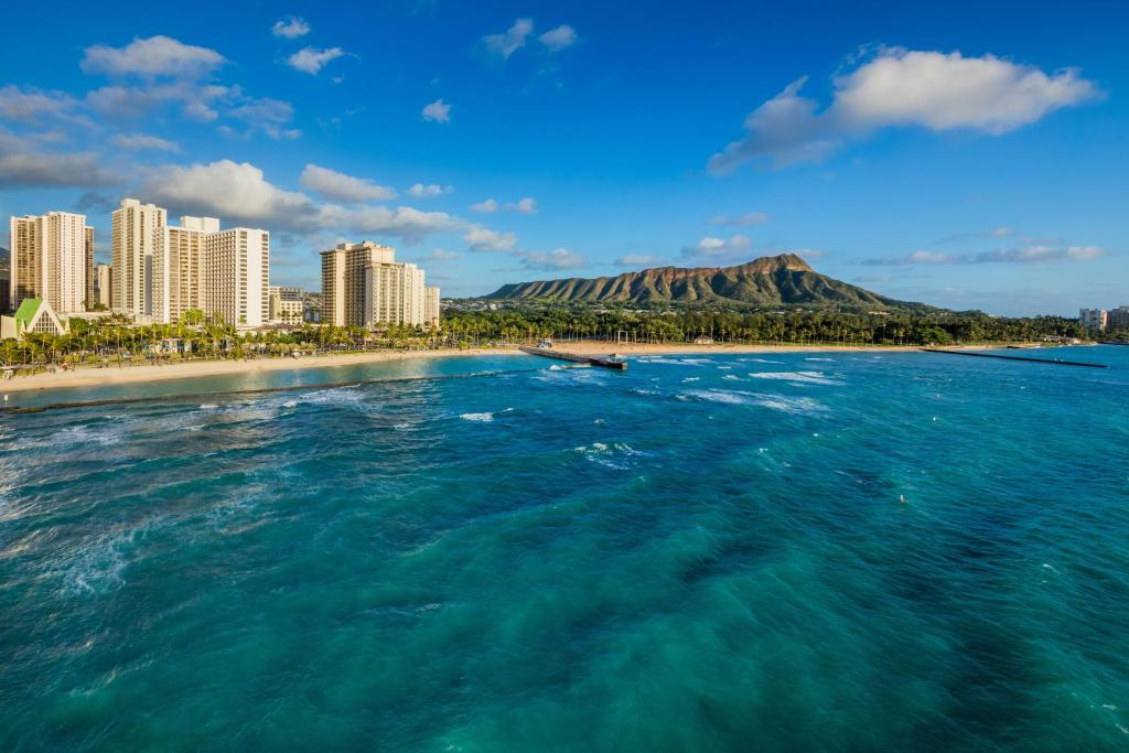 Waikiki Beach Marriott Resort And Spa Parking