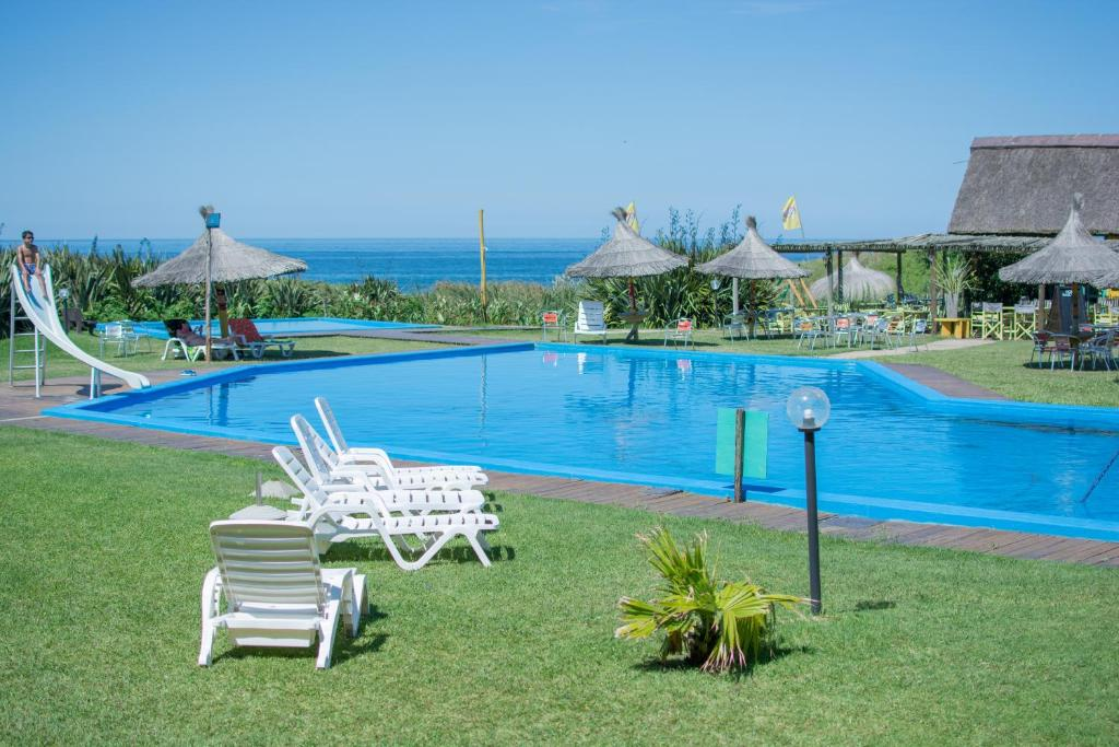 Hotel portobello la paloma rocha book your hotel with viamichelin for Portobello outdoor swimming pool