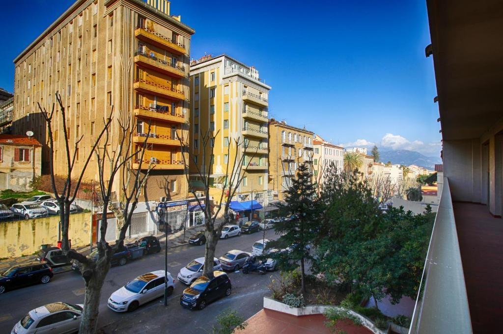Appartement palais grandval appartement ajaccio en for Appart hotel corse sud