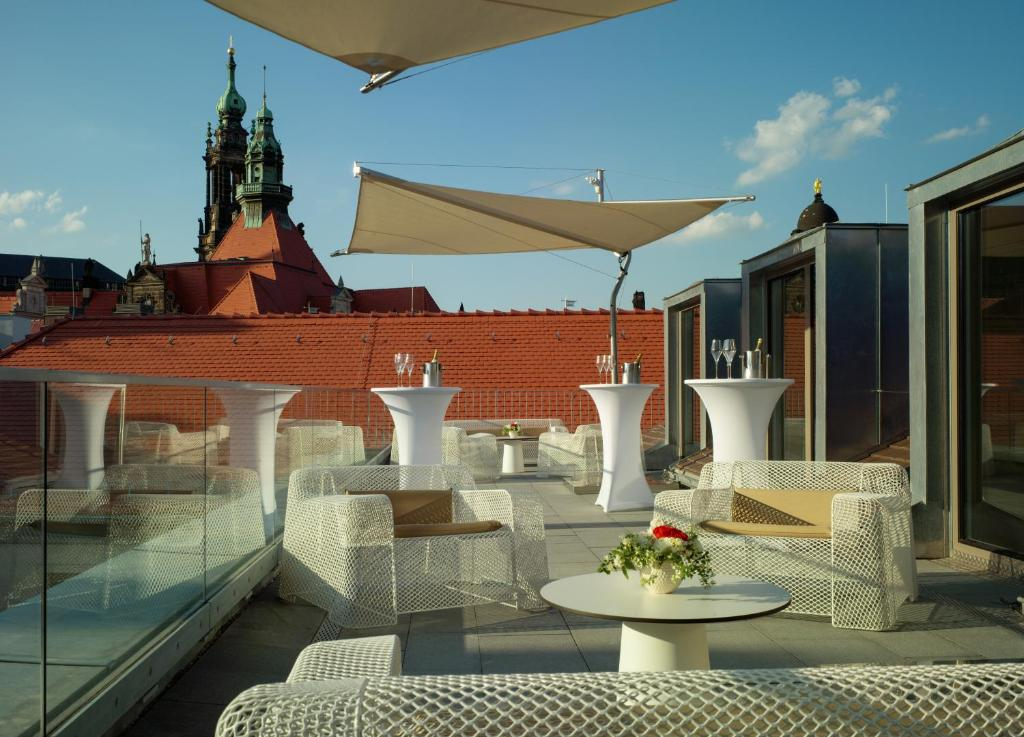 hyperion hotel dresden am schloss dresden book your hotel with viamichelin. Black Bedroom Furniture Sets. Home Design Ideas