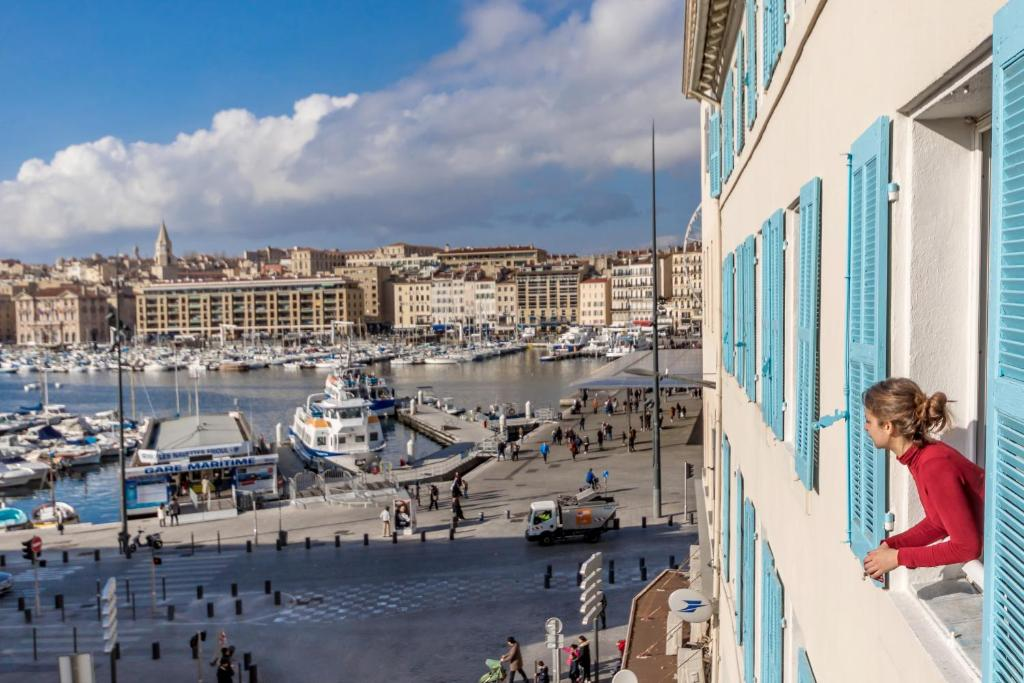Appartement l 39 amiral 103m vieux port locations de vacances marseille - Les appartements du vieux port ...