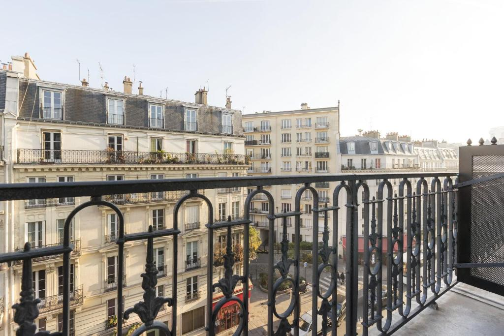 hotel de france quartier latin paris. Black Bedroom Furniture Sets. Home Design Ideas