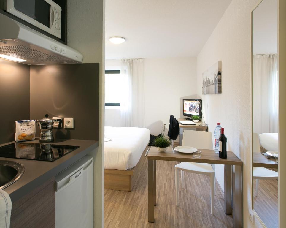 teneo apparthotel bordeaux merignac aeroport. Black Bedroom Furniture Sets. Home Design Ideas