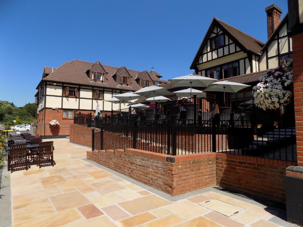 De Rougemont Manor Hotel