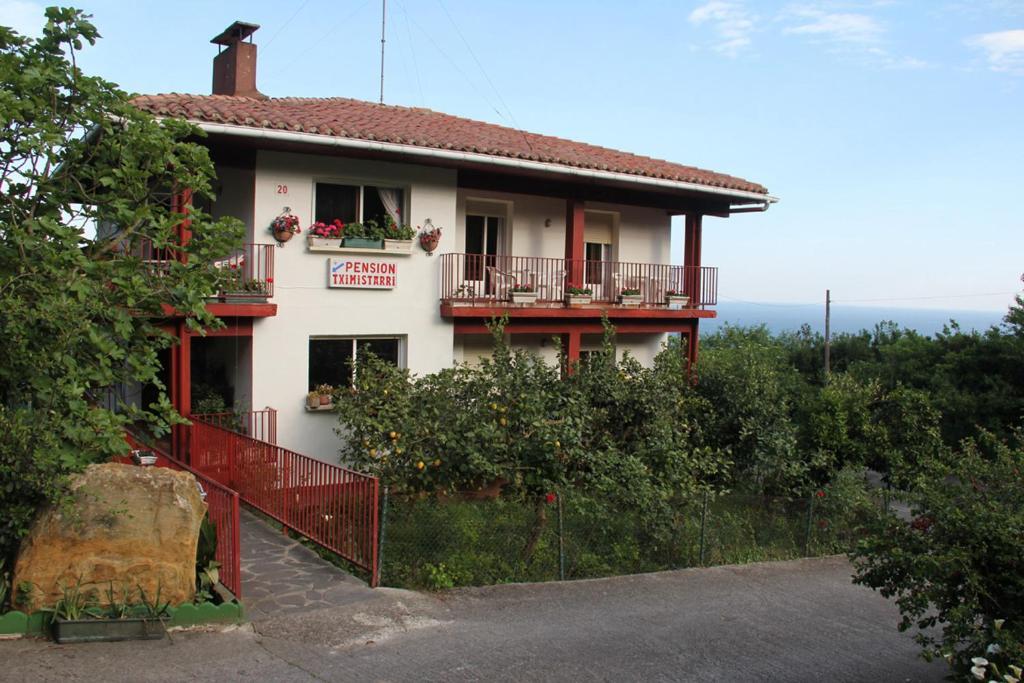Casas rurales pensi n tximistarri casas rurales san sebastian - Casas rurales en donostia ...