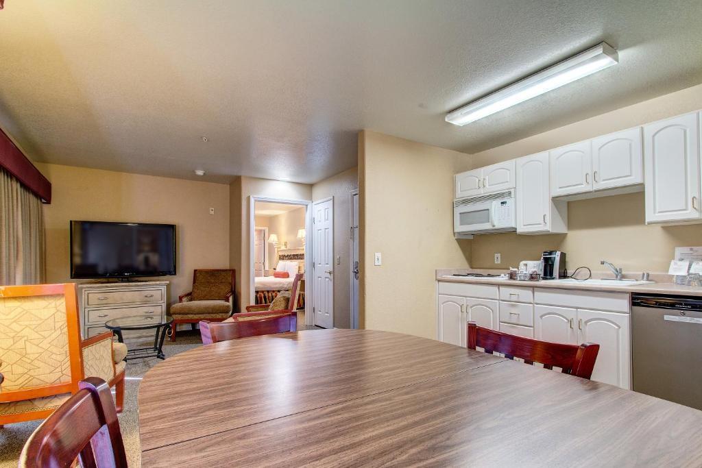 the rita suites las vegas book your hotel with viamichelin. Black Bedroom Furniture Sets. Home Design Ideas