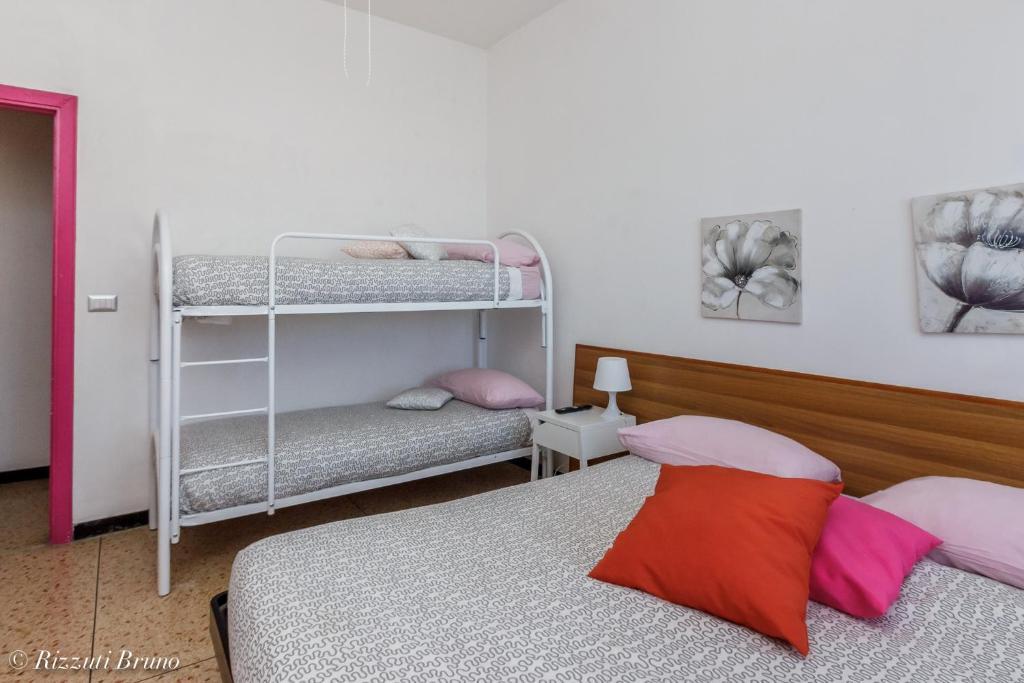 Stunning Soggiorno Marina Varazze Photos - Home Interior Ideas ...