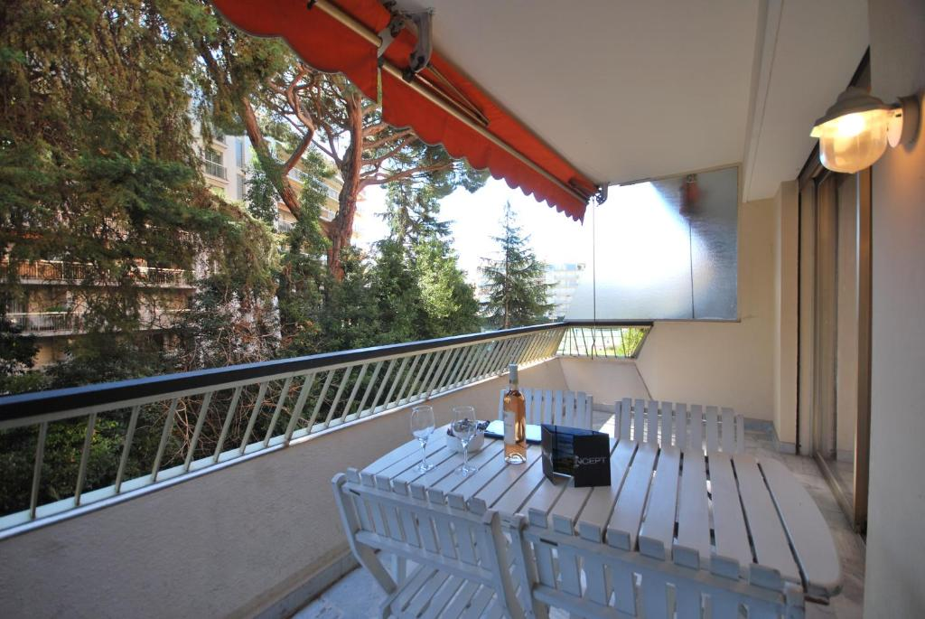 Apartamento 1 chambre arri re martinez fran a cannes for Prix chambre martinez cannes