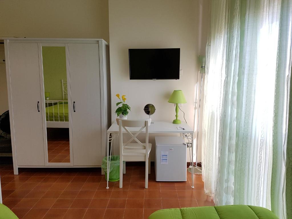 chambres d 39 h tes vista sul porto chambres d 39 h tes palerme. Black Bedroom Furniture Sets. Home Design Ideas