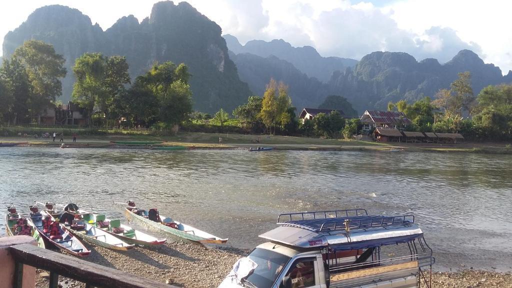 Nok et mika guesthouse zarezerwuj online viamichelin for Domon river guesthouse vang vieng
