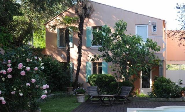 La petite maison locations de vacances villeneuve l s avignon for Linge de maison avignon