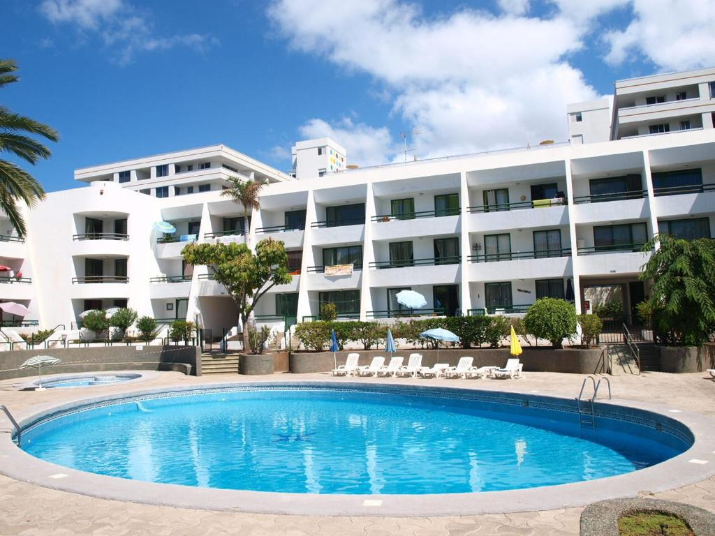 Apartamentos optimist tenerife arona book your hotel for Apartamentos playa