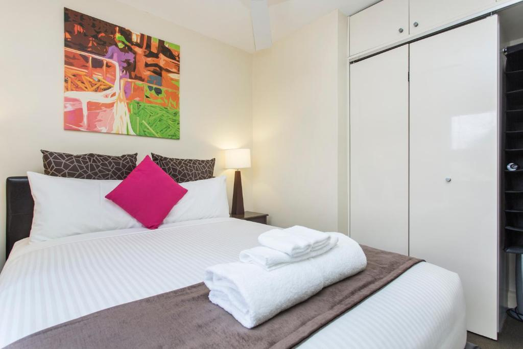 sydney harbour bed and breakfast sydney book your hotel with viamichelin. Black Bedroom Furniture Sets. Home Design Ideas