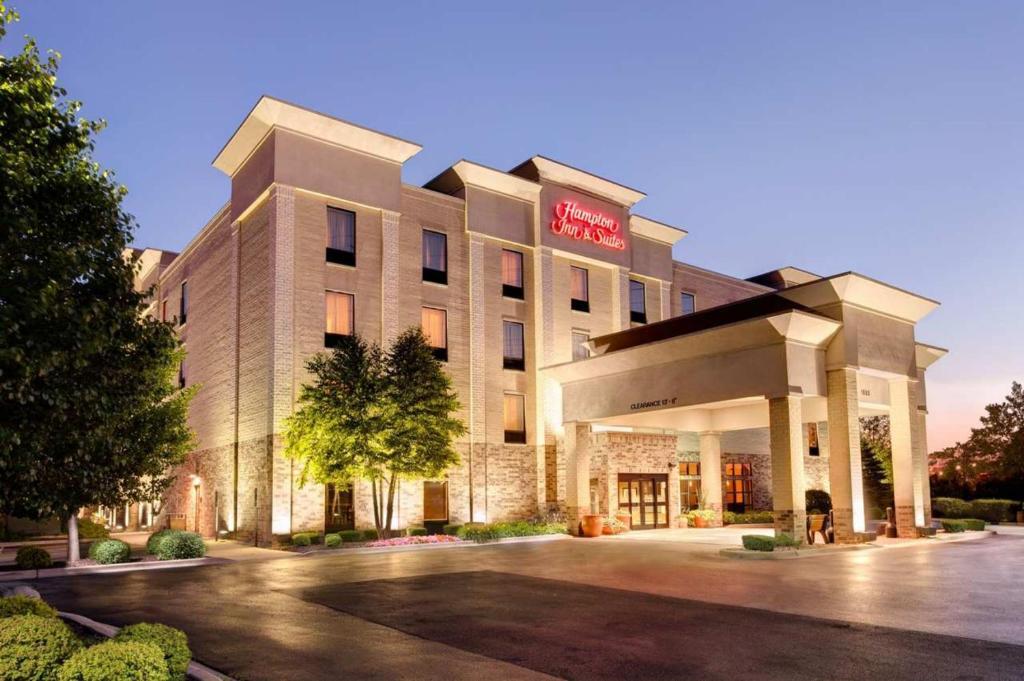 Hampton inn suites addison schaumburg online booking for Addison salon suites