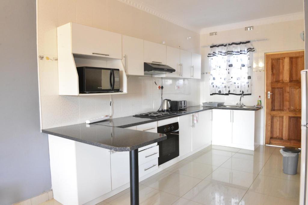 Asante apartments r servation gratuite sur viamichelin for Kitchen units in zambia