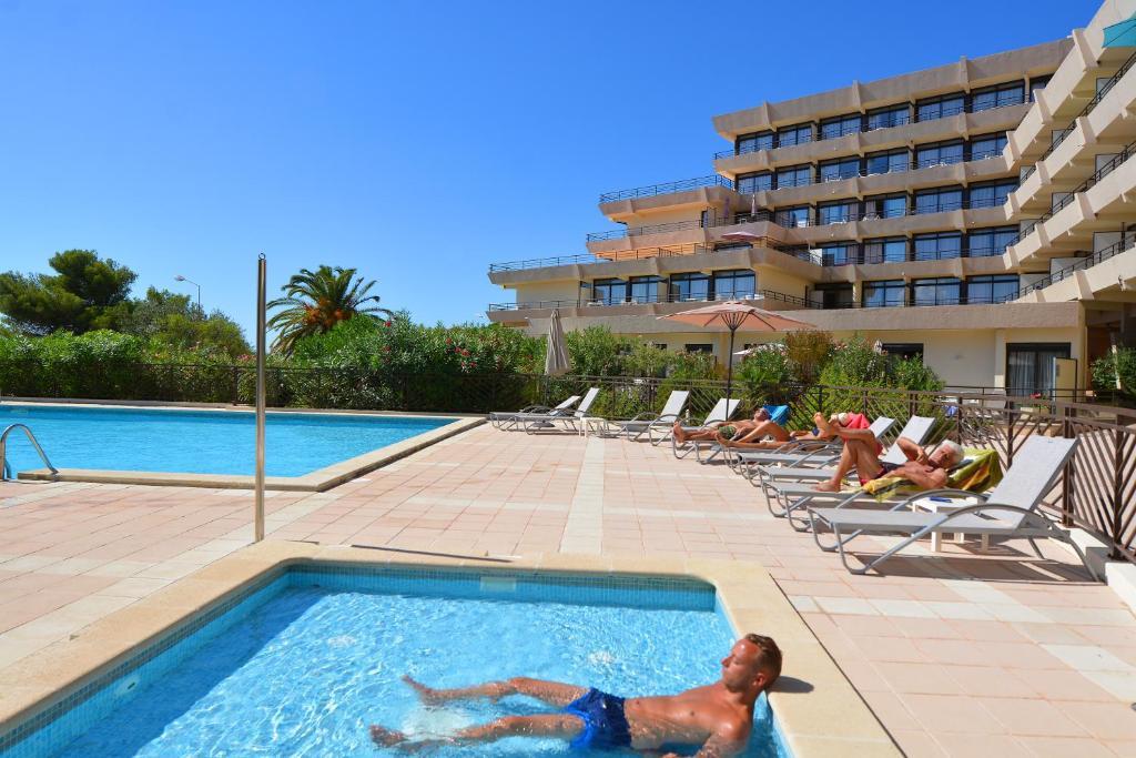 R sidence les calanques locations de vacances ajaccio for Appart hotel ajaccio