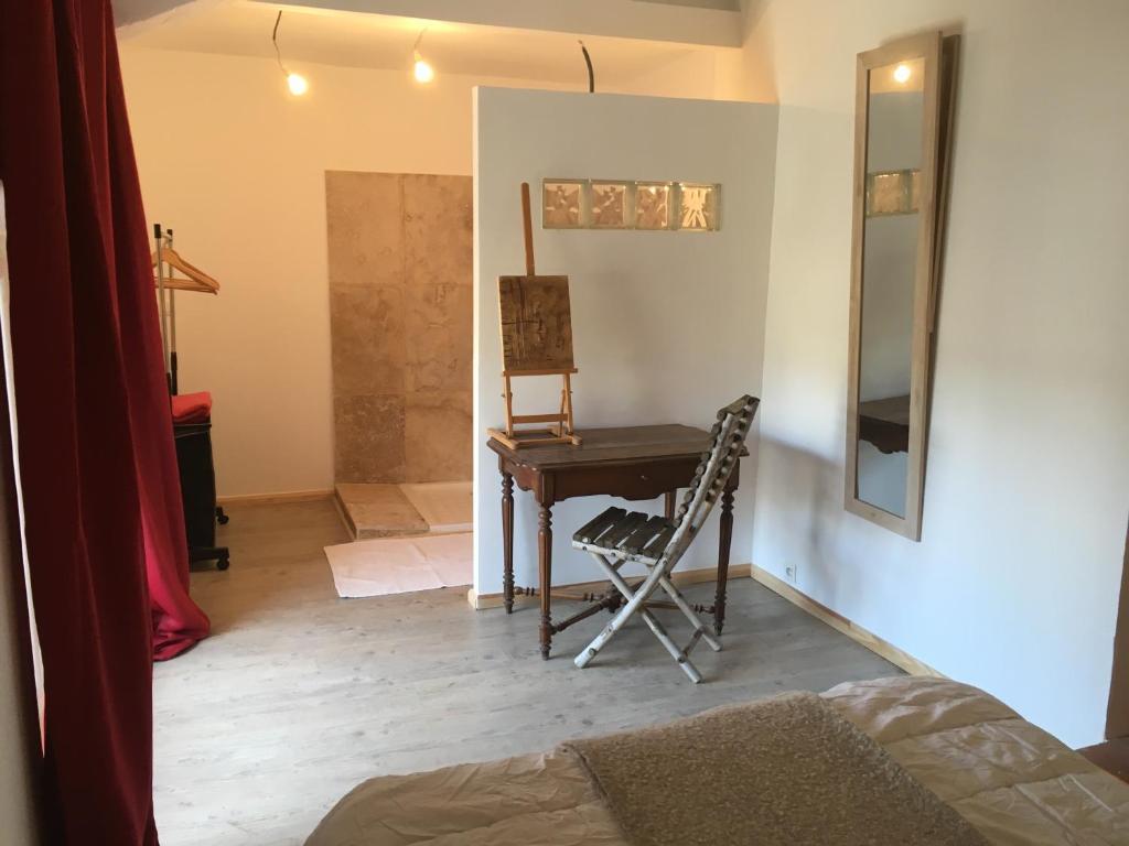 chambres d 39 h tes la maison des arts chambres d 39 h tes gordes. Black Bedroom Furniture Sets. Home Design Ideas
