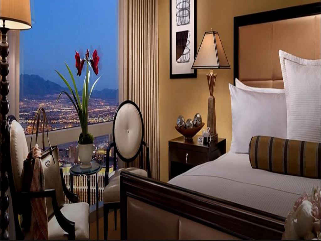 Una cama o camas en una habitación de Trump International Hotel Las Vegas