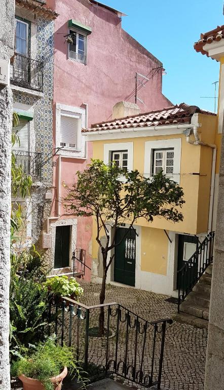 Apartamentos alfama 39 s nest adi a garden casas de - Apartamentos en lisboa vacaciones ...