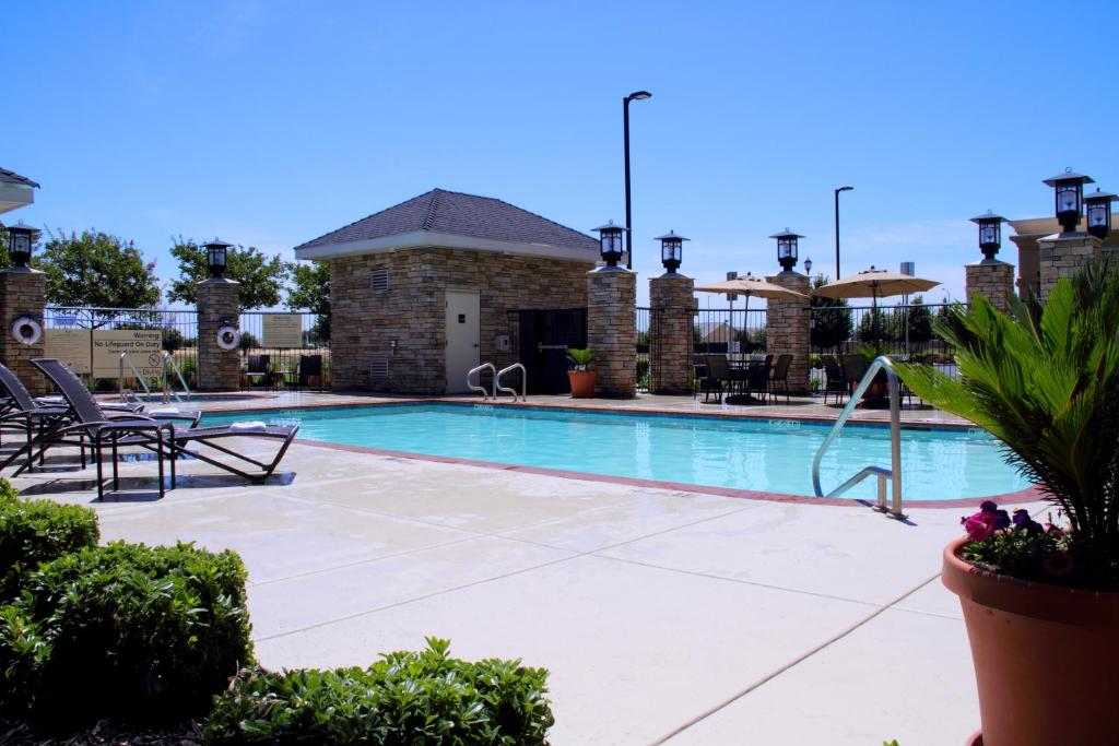 Hampton inn suites manteca manteca book your hotel with viamichelin Public swimming pools in stockton