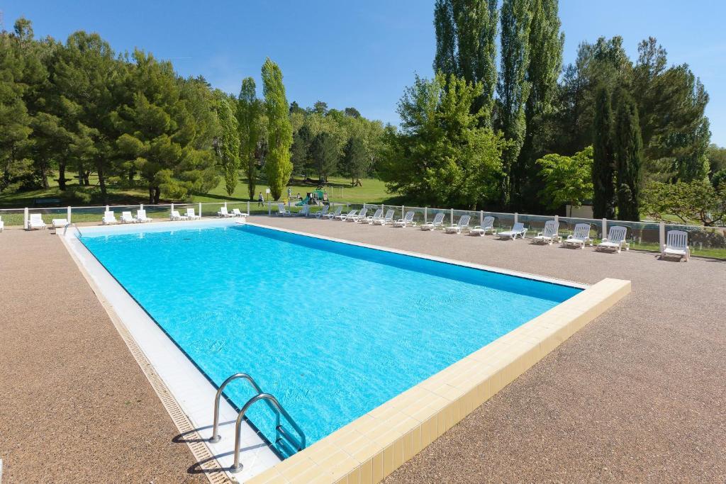 Club vacances bleues domaine de ch teau laval locations for Club piscine laval autoroute 15